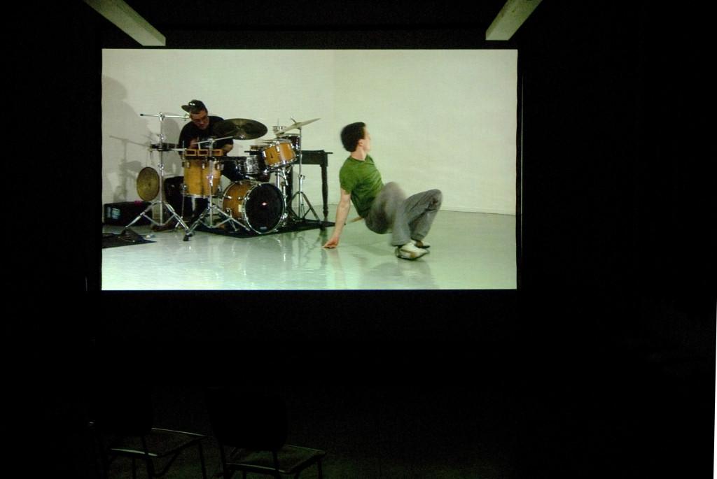 Videovorführung Erwin Wiemer, hier Video einer Tanzperformance, 2009
