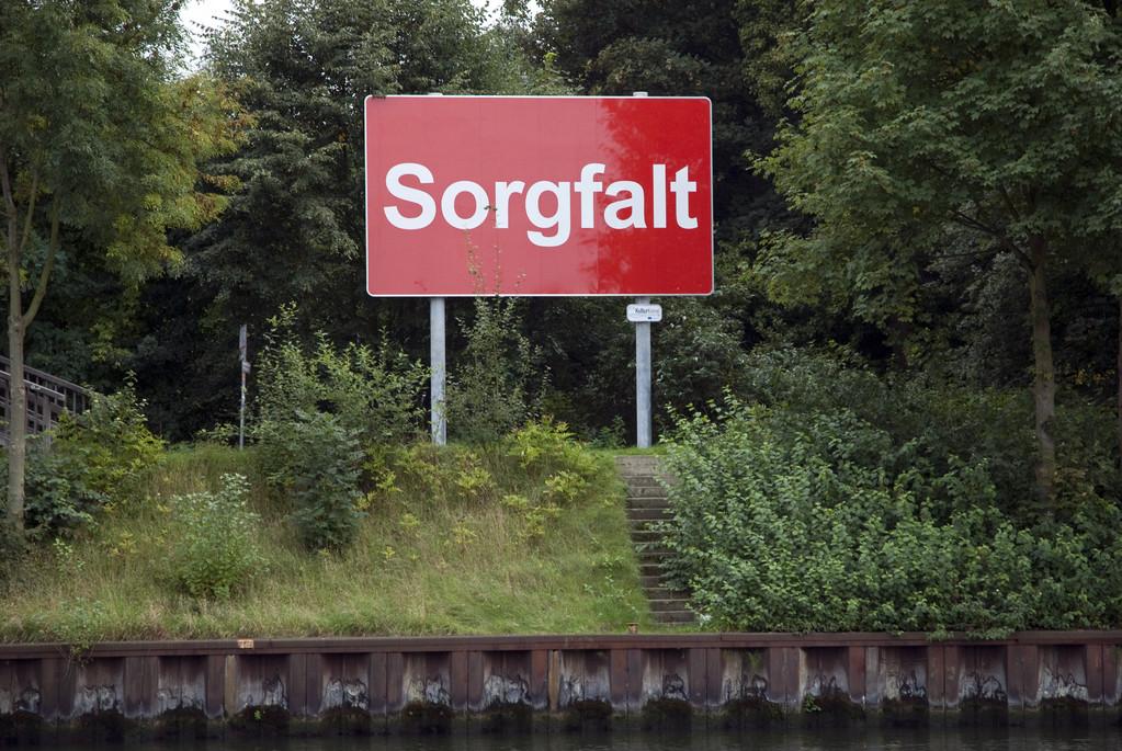 """""""Sorgfalt"""" Bilder am Kanal (unterhalb der Zweigertbrücke)"""