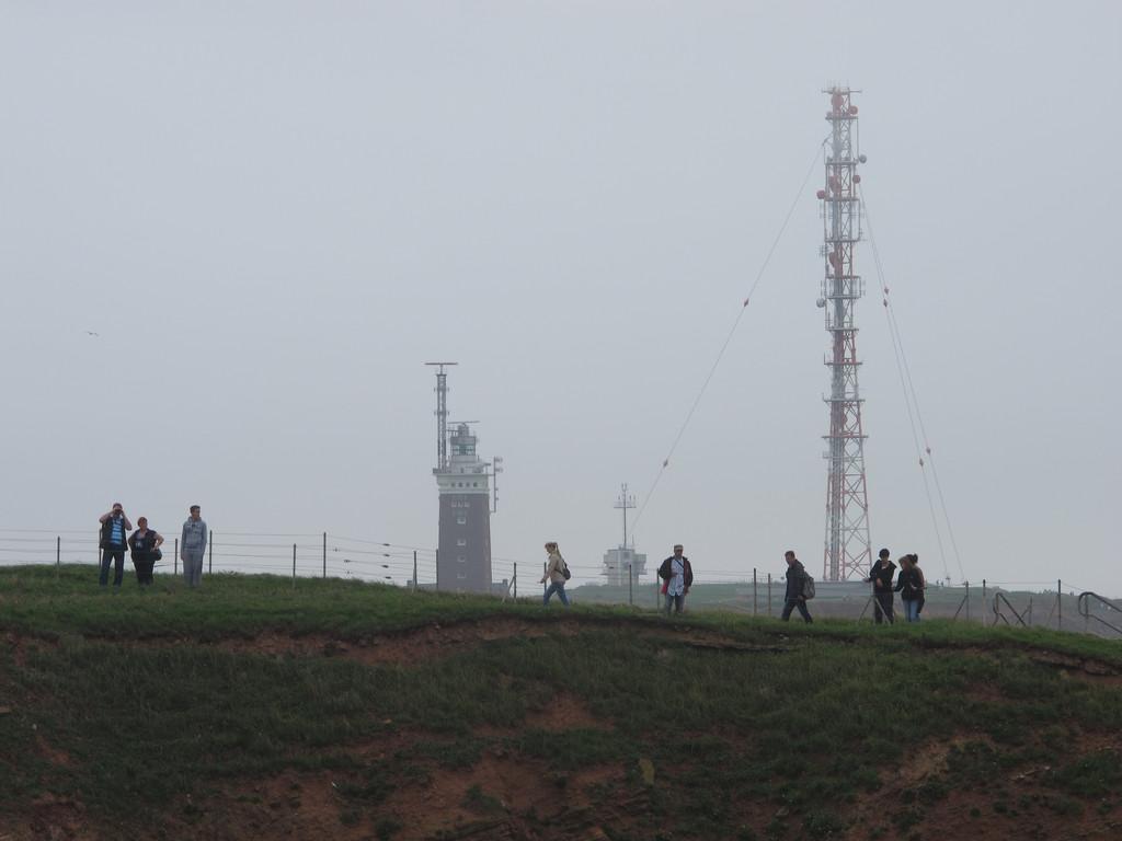 Leuchtturm und Sendemast auf dem Oberland