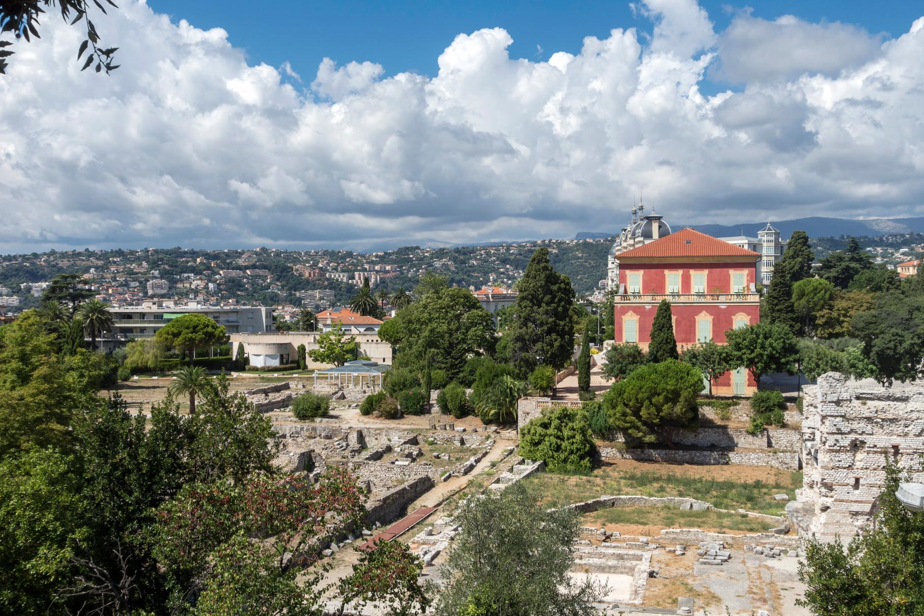 Römische Ruinen mit dem Musée Matisse und Palais Régina