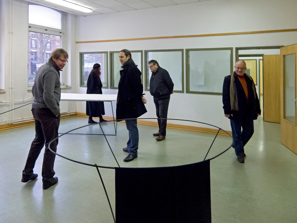 Raum mit Objekten von Valerie Krause, alle ohne Titel, Stahl, Gips, 2011