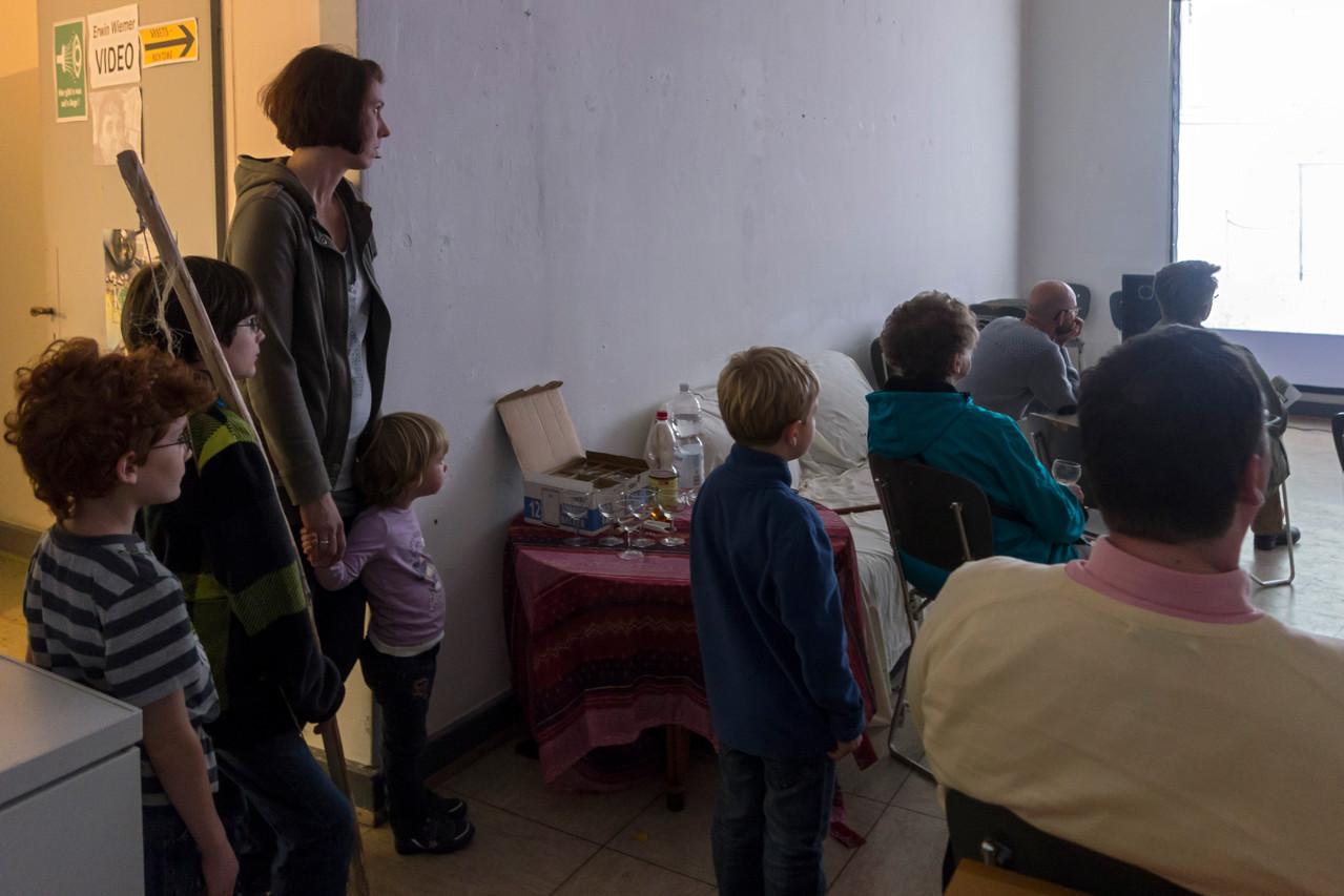 Zuschauer in Videoraum