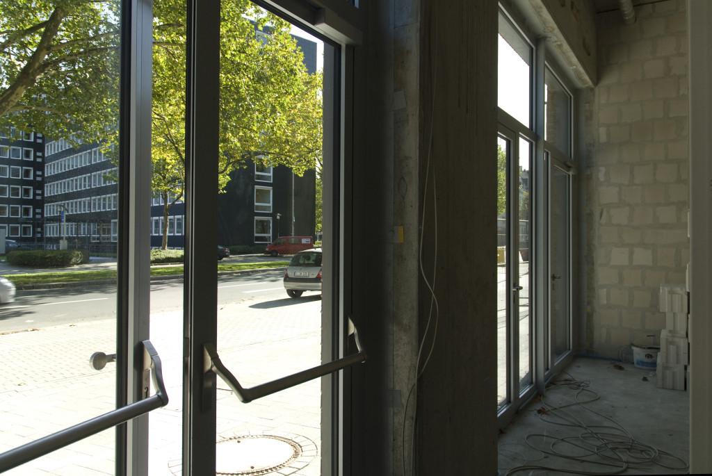 Eingang, Oktober 2009