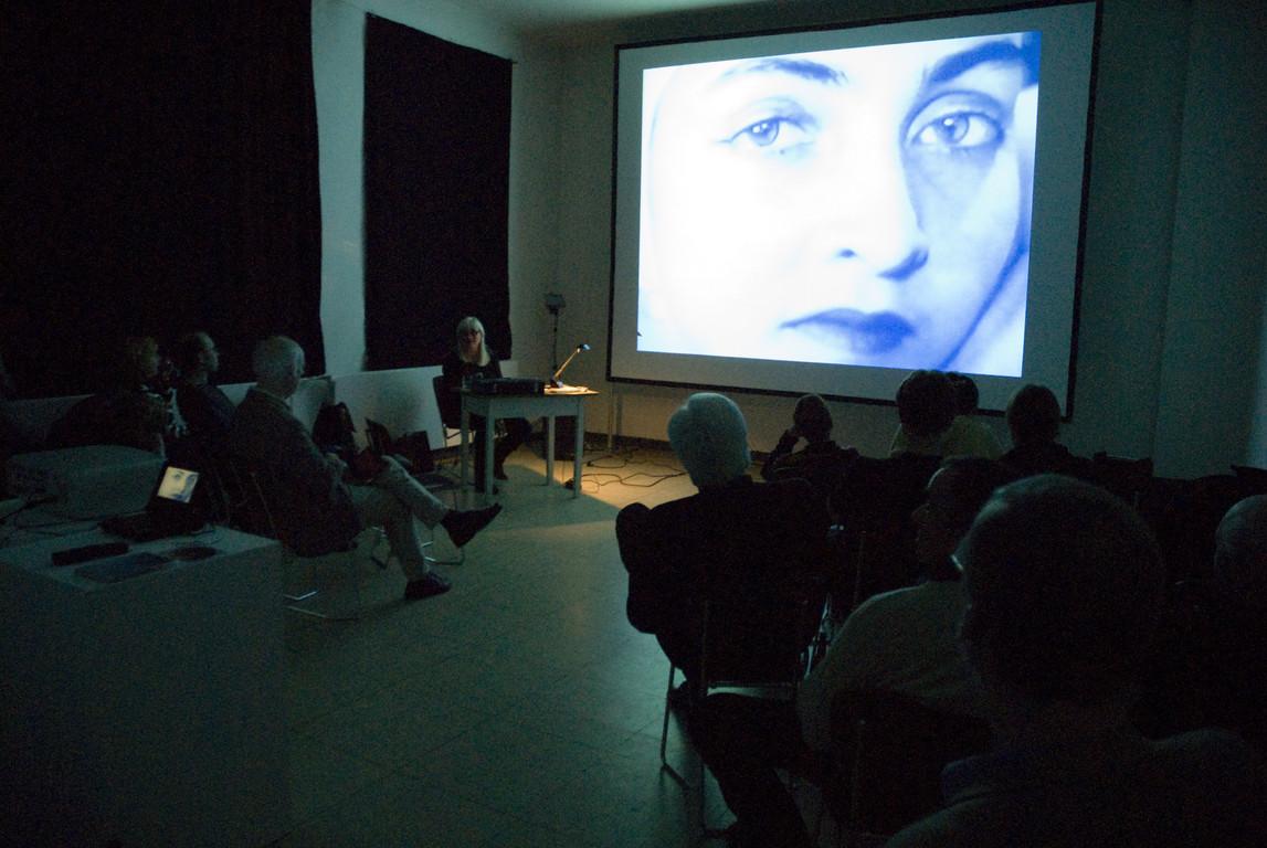 """Marikke Heinz-Hoek, Vortrag """"Von Minneapolis bis Novosibirsk - über das Suchen, Finden und Präsentieren von Videos für die Ausstellungsreihe SCREESPIRIT_CONTINUED"""", 2008"""