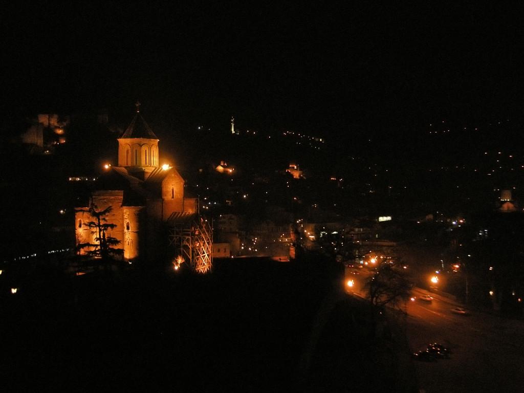 Großartiger Ausblick vom Lokal aus auf Tiflis-Metekhi-Kirche