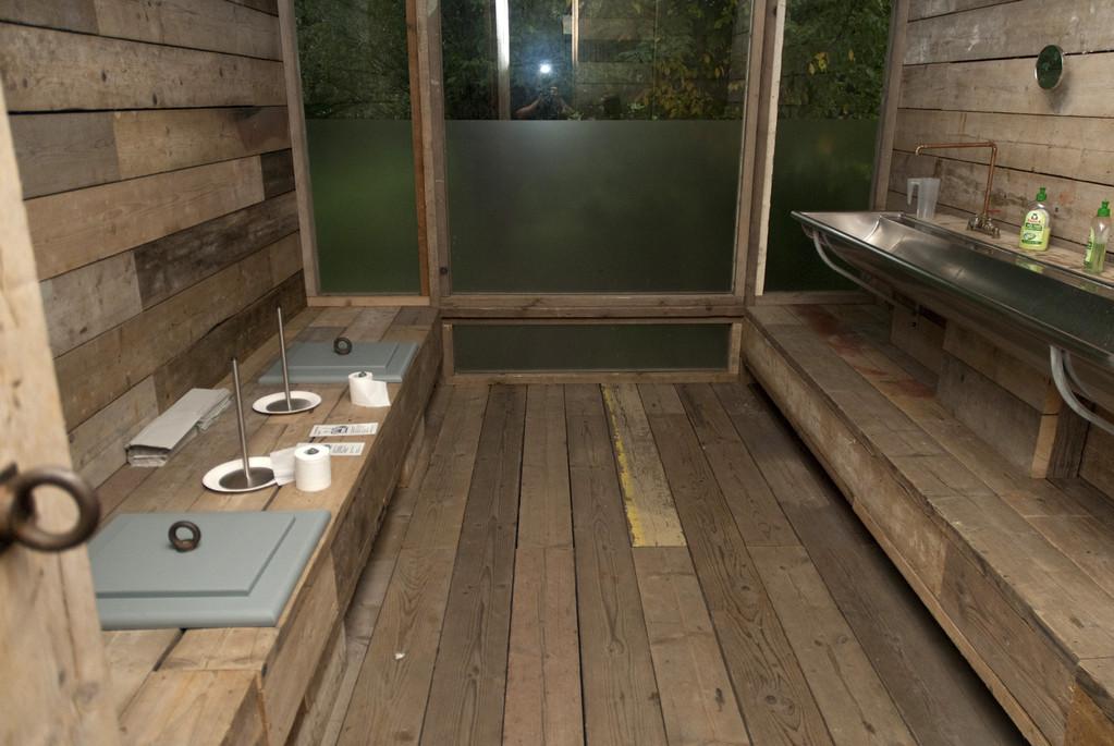 """bewohnbare Innenräume, """"Warten auf den Fluss"""" Gruppe """"Observatorium"""""""