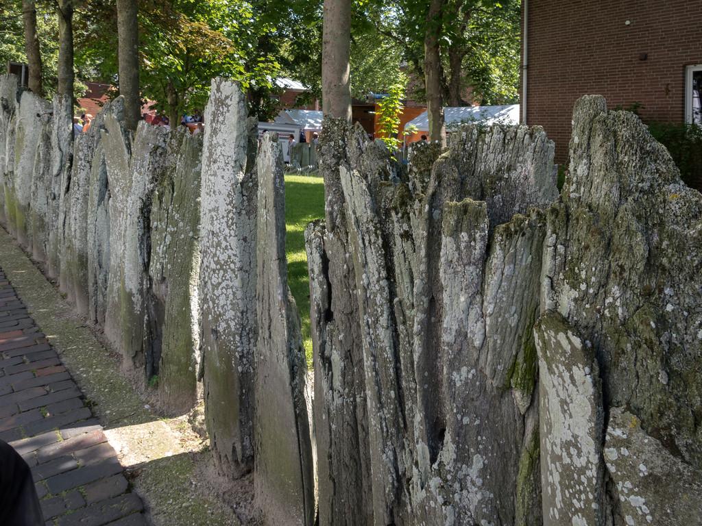 Zaun aus Walfisch-Kieferknochen