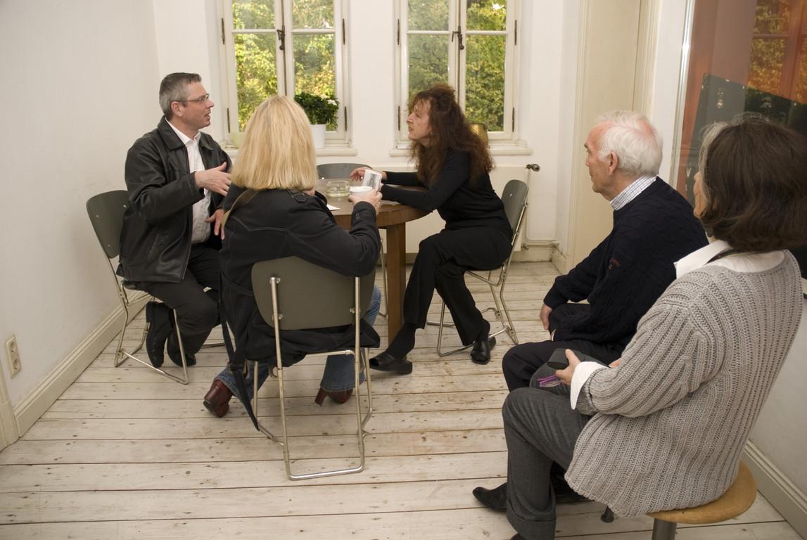 Gäste im Gespräch mit der Künstlerin Doris Schöttler-Boll, 2007