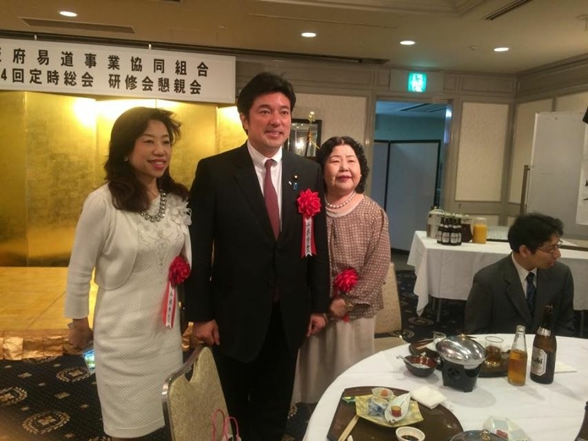 (左から)杉本蘭華先生、中山泰秀先生、泰承苑先生