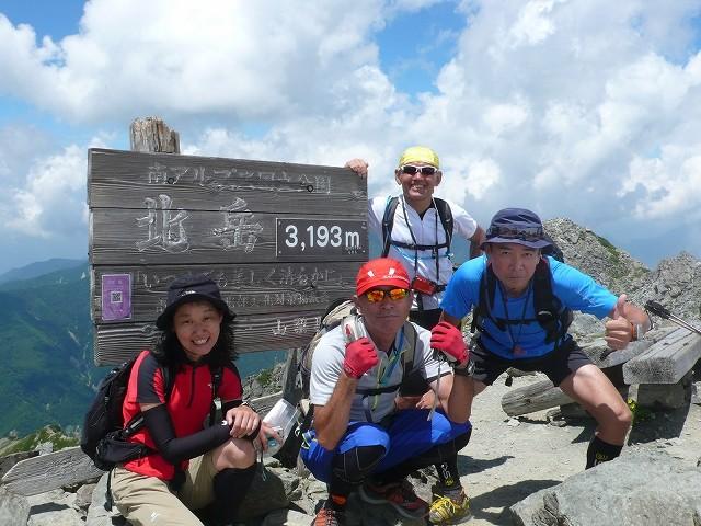 北岳山頂 3193mは富士山に次ぐ2番目の高さを誇ります。
