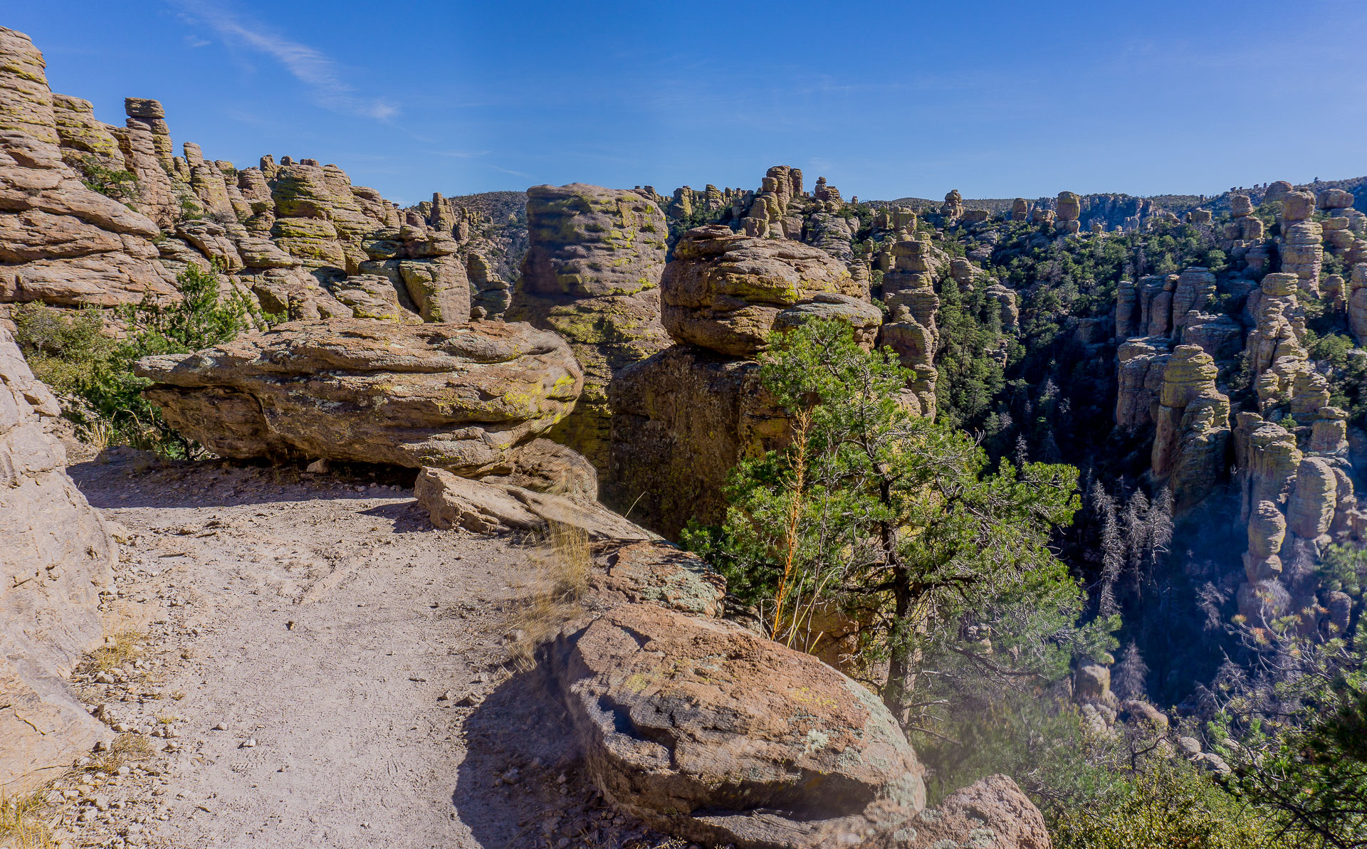 Dimanche 9 avril: Le Echo Canyon Trail et ses hoodoos, Chiricahua National Monument, AZ