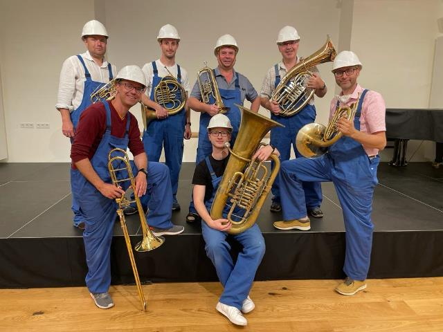 Das Lehrerteam der Musikschule in ungewohnter Rolle...