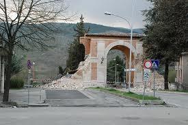 L'Aquila - Porta Napoli, 6 aprile 2009.