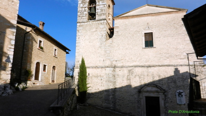 Prata D'Ansidonia, L'Aquila. Chiesa parrocchiale.