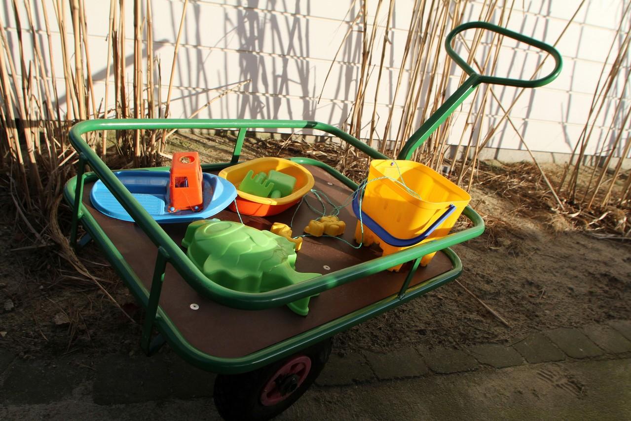 Le chariot est notre astuce pour descendre les jouets à la plage ou même décharger la voiture!