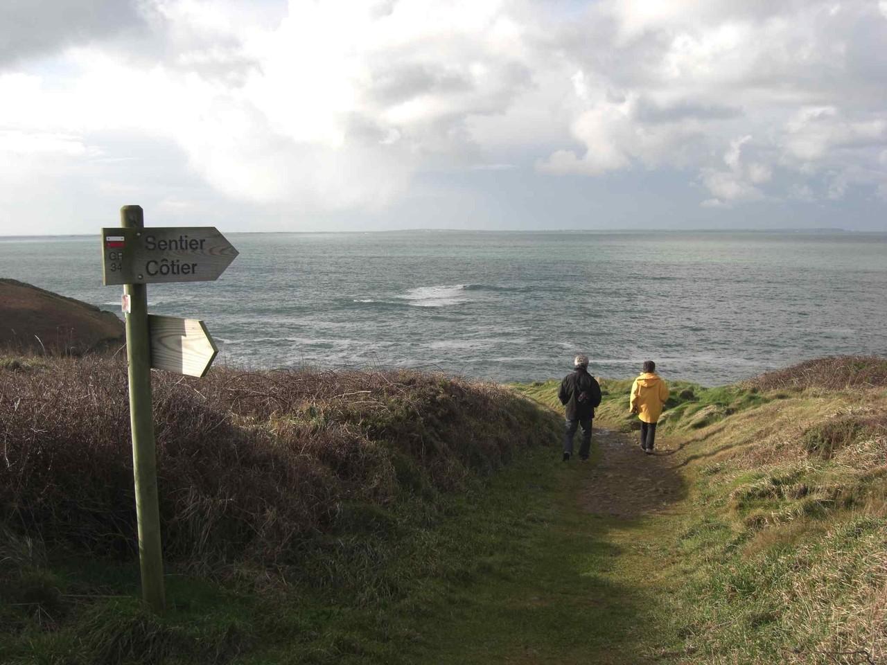 Les sentiers de randonnées du GR34 à seulement 300 mètres des villas
