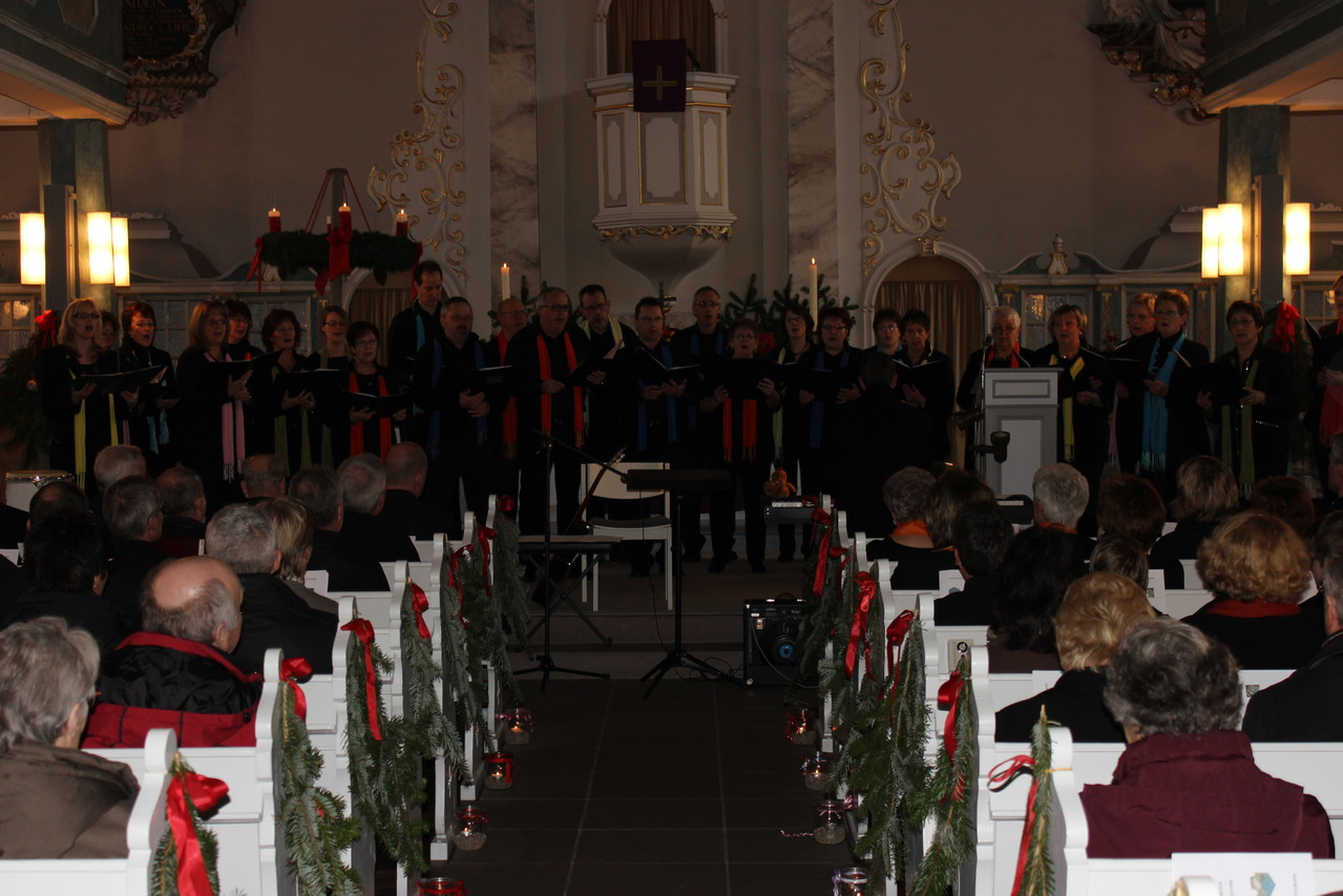 Der Millenniumchor präsentierte sich in fast voller Besetzung.