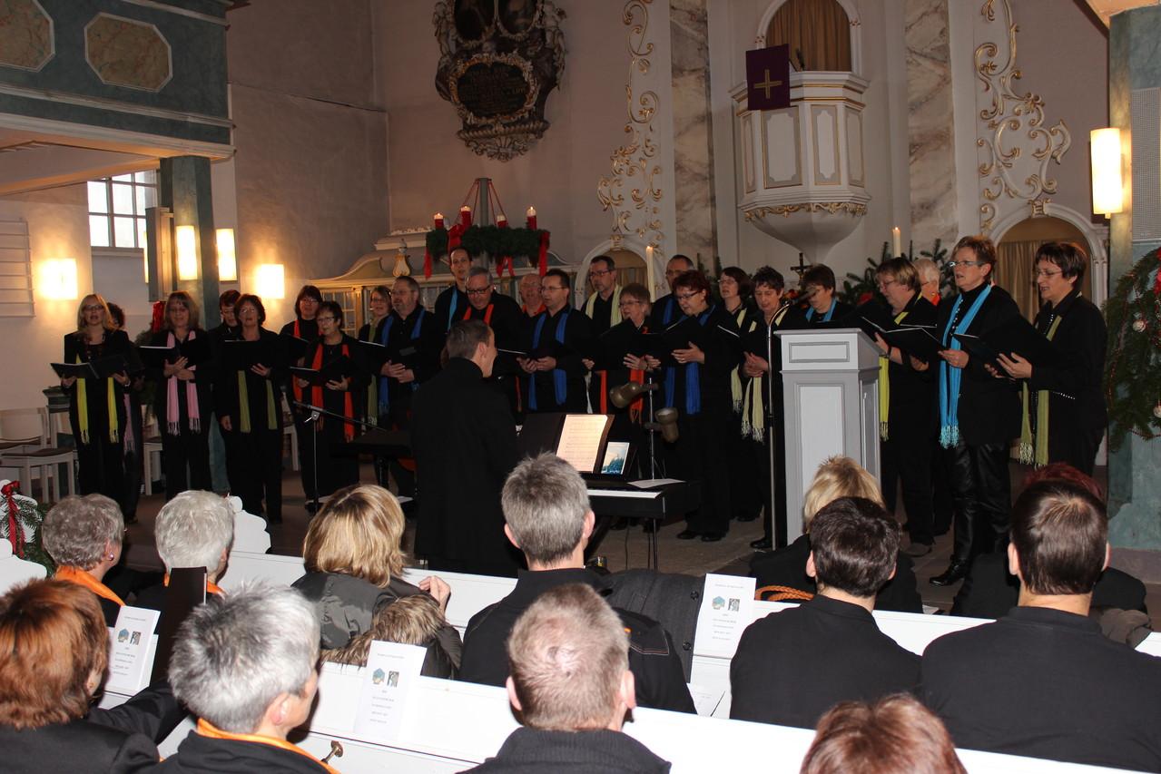 Der Millenniumchor mit Chorleiter Eckhard Thiel...