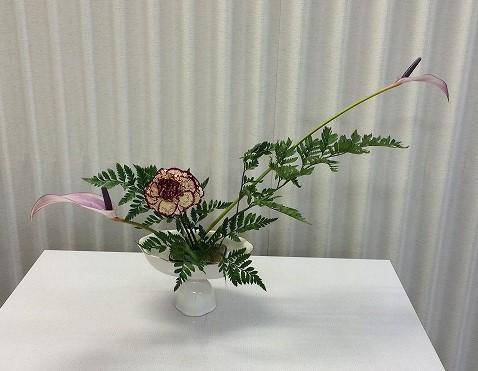 Renaさんの作品です。花材/アンスリウム② カーネーション② レザーファン⓷
