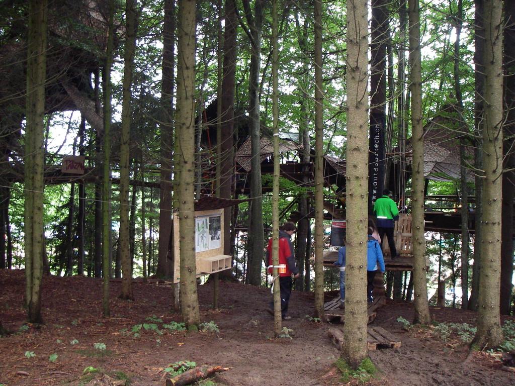 Nebst den imposanten Bauten der verschiedenen Abteilungen konnte man zudem das Baumhüttenrestaurant von Outdoortech bewundern...