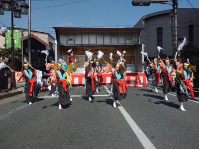 中里での元気な地域づくり事業がきっかけで結成された「鶏舞躍り隊」。統合されて磐井中となるため今年度で閉校になる中里中から、伝統の鶏舞を引き継いで小学生と保護者が中心となって活動しています。