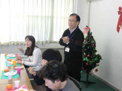 佐藤所長からあいさつが。報道のお二人と私へも挨拶を振っていただき、一言お礼を述べさせていただきました。最後は佐藤日出子さんに締めていただきお開きに。