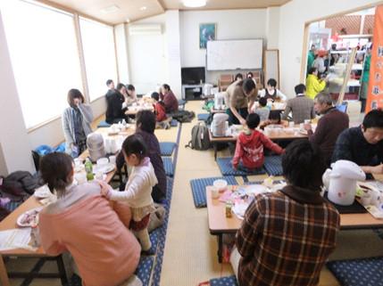 和室も満席。小さなお子様連れのお客様も結構見かけました。こうして一関の餅文化が継承されていくんですね。