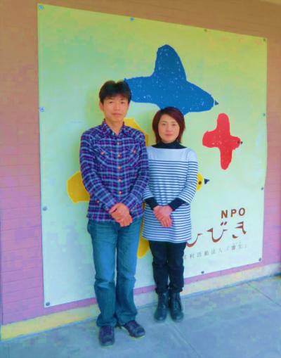NPO法人 響生理事長 杉山 浩さん(左)                    奥様で音楽療法士  杉山 ふみさん(右)