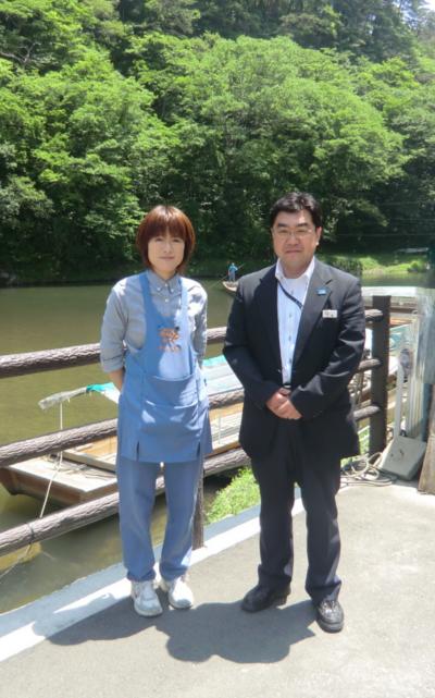 代表取締役  佐々木 賢治氏 企画営業部長 大橋 隆夫氏 (写真 右側)     女性初先頭  千葉 美幸さん           (写真 左側)