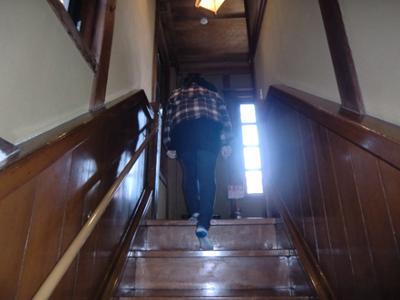 英語劇を楽しんだ後、かるた大会会場であるカフェ徳蔵の2階へ。初めて2階に上がりました。