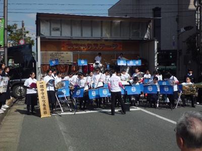 秋祭りステージのトップバッターは一関ちゅう学校吹奏楽部。県内トップクラスの実力。自分のスケジュールの関係で聞くことが出来ませんでした、残念。