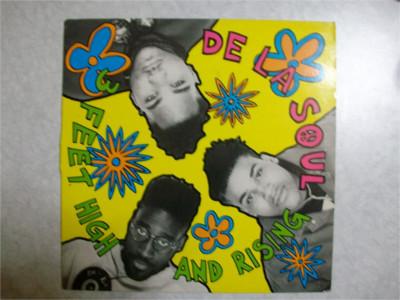 DE LA SOUL「3 FEET HIGH AND RISING」 こちらは飾っておけば運気が上がりそうな黄色いジャケットが目を引きます。収録曲もディスコミュージックからフランス語の教材まで身の周りにある音楽・音源を※サンプリング(=既存の音楽や音源を抜粋し、再構築する作曲の手法)し、聴いて楽しくなるモノばかり!HIPHOPをあまり聴いたことが無い人にぜひおすすめしたいアルバムです。