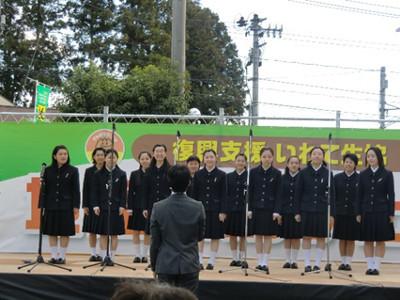 続いてのステージは一関二高の合唱。10月10日の東日本合唱祭では二高単独でのステージもあるとか。もっと多い人数を想像していましたが、このくらいの人数でも聴きごたえのある合唱でした。