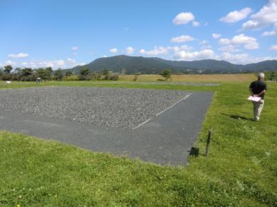 柳之御所遺跡。北上川のほど近くで、天気のいい日はシートを広げてお弁当を食べたくなるような空間です。