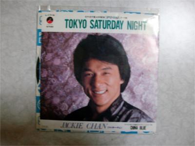 ジャッキー・チェン「TOKYO SATURDAY NIGHT / CHINA BLUE」 あのジャッキー・チェンが日本語で歌っている1枚!主演映画「ファーストミッション」の日本版主題歌として発売されました。A面の「TOKYO SATURDAY NIGHT」は居酒屋で流しても違和感が無いコテコテの歌謡曲になっています。