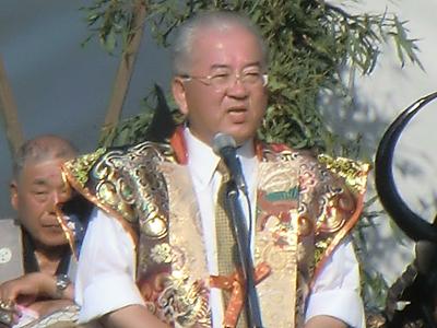 勝部市長から挨拶。軍議再現には長田副市長も参加しておられたようです。お話によると「東山には花火やマラソンも昔あったが、それらをやめて唐梅舘絵巻に絞って取り組んでいる」のだとか。