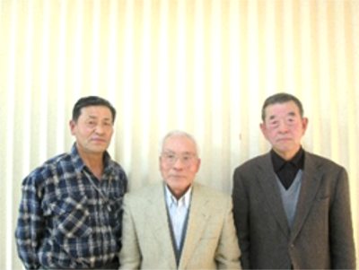 中央 自治会長  千葉博司さん 左  副自治会長 中村登さん  右  区  長  鈴木誠さん