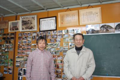館長・猪股徳征さん(右) と 区長・猪股勇一さん(左)