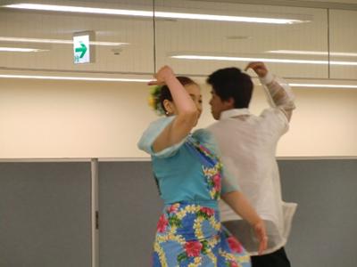 フィリピンの民族ダンス。牧歌的な雰囲気の踊りが逆に新鮮で温かい気持ちになりました。