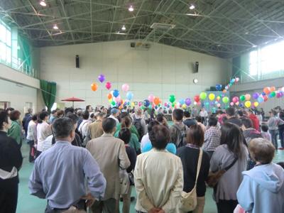 開会式。思っていた以上の人の多さにびっくり!来賓として、市長をはじめ一関選挙区選出の県議会議員が5人全員出席。一関市議会議員も何人かいらっしゃっていました。