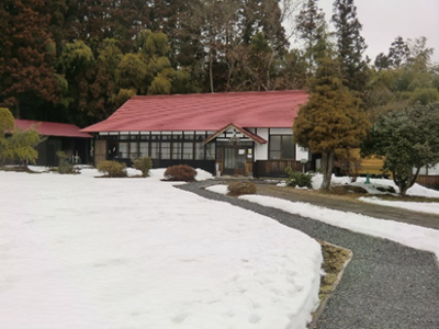 古曲田家外観。風情のある建物です。若神子亭には行ったことがあったのですが、恥ずかしながらこちらには今回初めて訪れました。