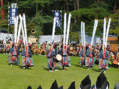 続く出陣祝賀の舞。今年は大東高校の鹿子躍りが披露され、会場から大きな拍手を浴びていました。