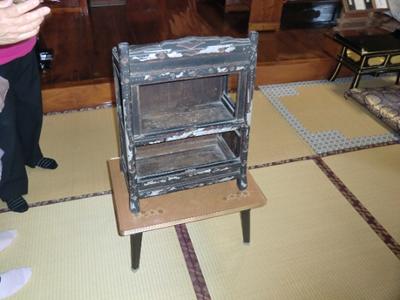 義経の四天王の一人であった亀井六郎重清が使用したという寺宝の「笈」。