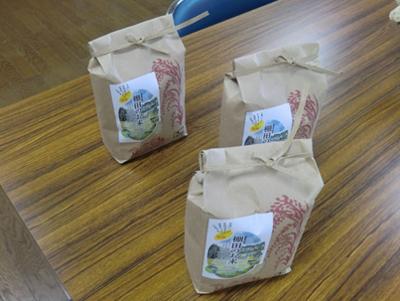 金山棚田を守る会の活動展示も。棚田で取れたお米も並んでいました。