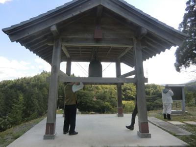 東山田河津横沢地区の月山神社の梵鐘(はんしょう)。第2次大戦中に軍需物資として供出され、戦後宮城県松島町にあることがわかり、返還交渉の末平成22年に戻ってきたのだそうです。