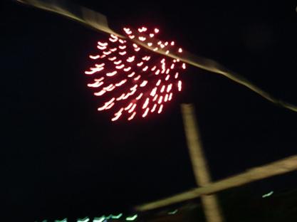 空には花火も数発