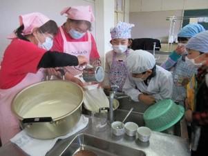 一関市食生活改善推進員協議会藤沢支部 藤沢 小中学校での調理実習
