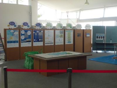 雨の降る仕組みや身を守るためのポイントなどがパネル展示されています。