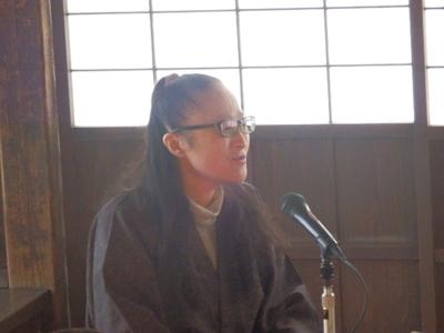 第一部はいわいの里ガイドの会の語り部チーム。7名の方が一話ずつ交代で登場しました。千葉登喜代さんのお話はその名も「女殺坂」。悲しいお話でした。