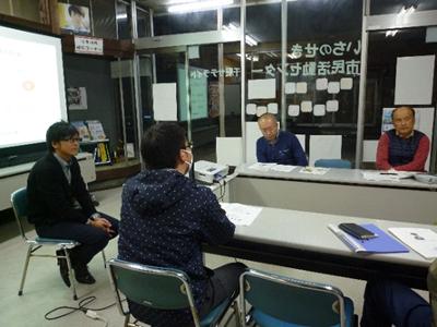 多岐にわたる質問に答える小野寺センター長。設立から解散まで数多く携わってきた経験を惜しみなく披露。